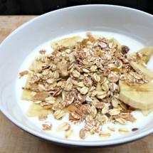 yoghurt-muesli-banaan